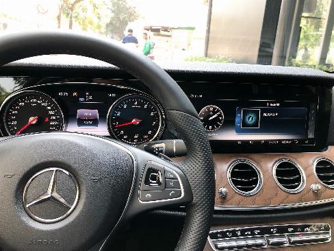 Bán gấp Mercedes E200 2019 cũ màu Đen chính chủ chạy lướt 8