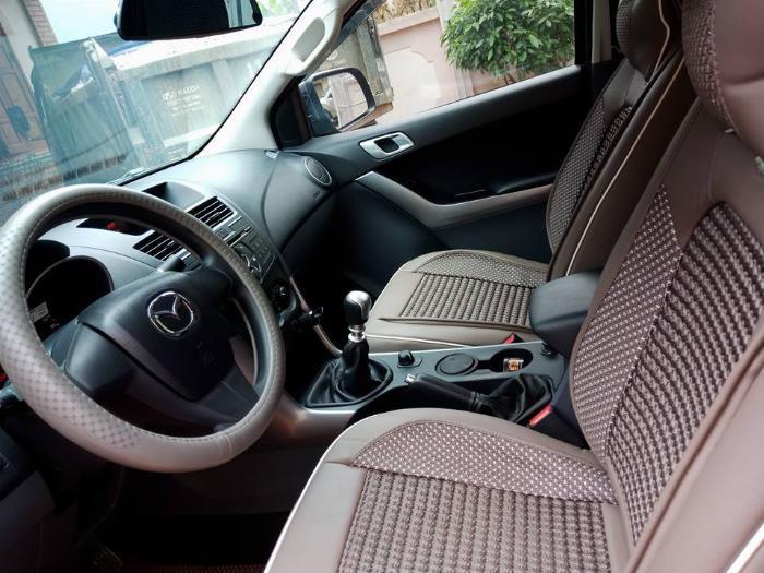 Bán xe cọp Mazda BT50 2017, số sàn, hai cầu, màu xám, gia đình dùng ít đi