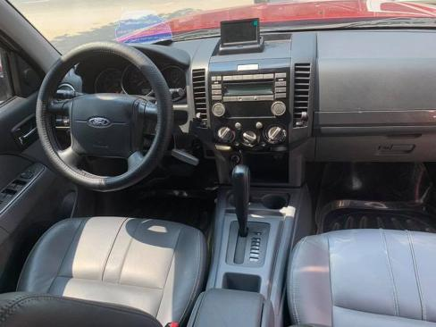 Cần bán xe Ford Everest 2014 tự động dầu màu đỏ 1