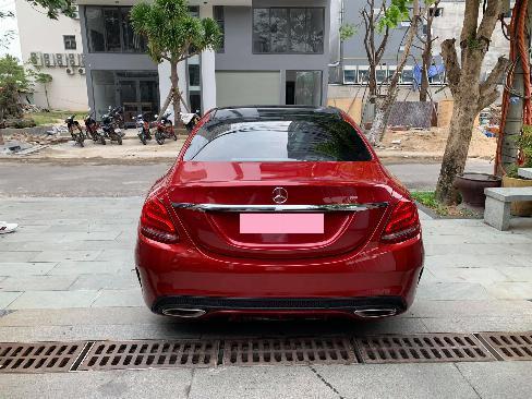 Cần tiền bán xe C300 sx 2018 màu đỏ bản amg full option, chính chủ bstp