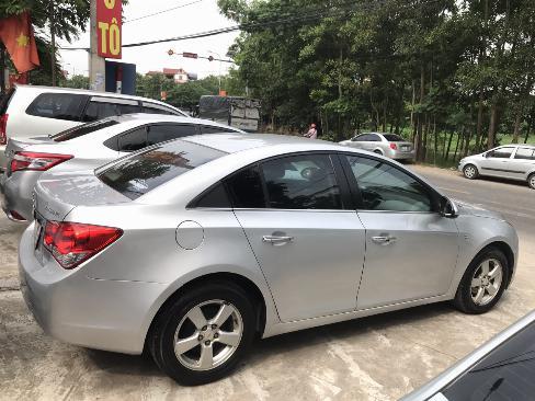 Chevrolet Cruze 1.6 LT đời 2011, màu bạc, xe tuyển không lỗi. 1 chủ từ mới 4