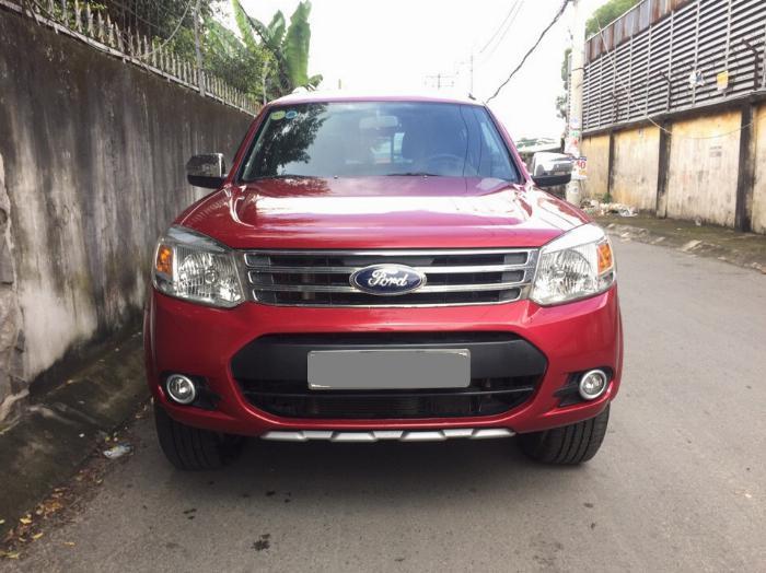 Cần bán xe Ford Everest 2014 tự động dầu màu đỏ 2