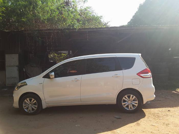 Cần bán xe Eartiga 2016, số tự động, màu trắng, bản full.