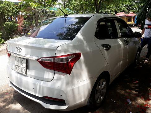 Bán Hyundai Grand i10 sedan 1.2AT màu trắng số tự động sản xuất 2018 biển Sài Gòn 1 chủ 1