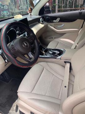 Cần bán xe Mercedes GLC200 màu đỏ đăng ký 12/2018