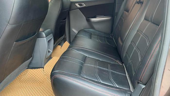 Bán xe cọp Mazda BT50 2017, số sàn, hai cầu, màu xám