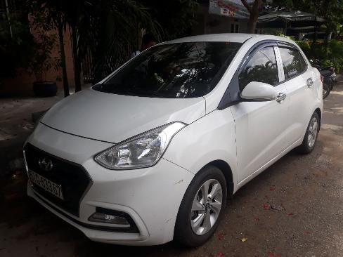 Bán Hyundai Grand i10 sedan 1.2AT màu trắng số tự động sản xuất 2018 biển Sài Gòn 1 chủ 4