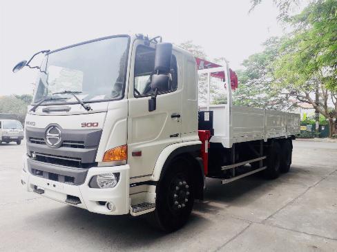 Xe tải 3 chân HINO FL8JW7A gắn cẩu UNIC URV555 5 tấn 5 khúc - Trả Góp 0