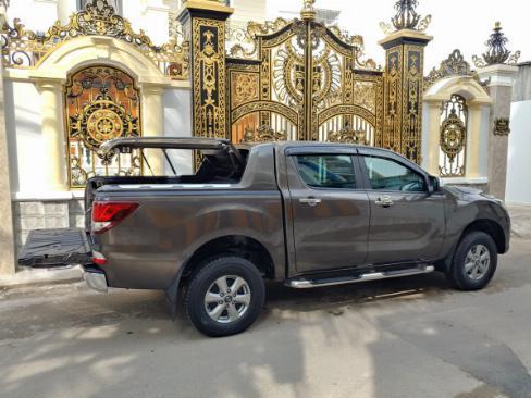 Bán Mazda BT50 Xám 2018 số sàn máy dầu, hai cầu xe rất mới