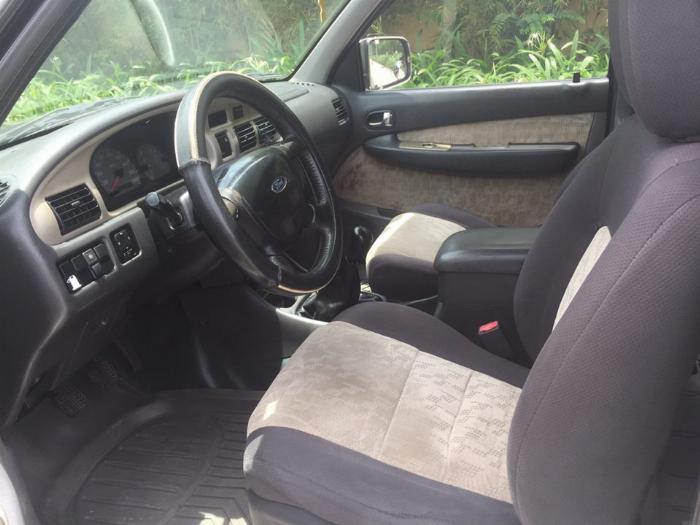 Cần tiền bán Ford Everest sx 2007, màu đen than, số sàn, máy dầu 4