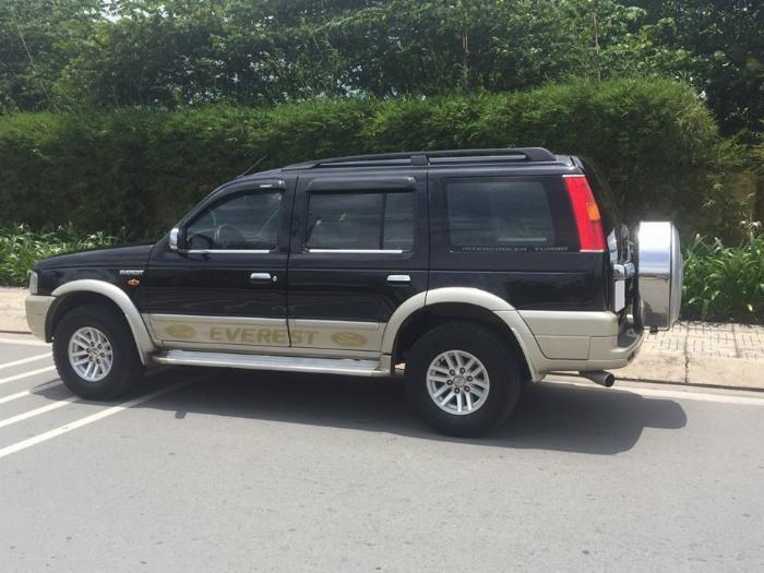 Cần tiền bán Ford Everest sx 2007, màu đen than, số sàn, máy dầu 7