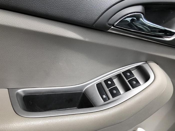 Cần bán xe Chevrolet Orlando Ltz 2016 số tự động màu trắng