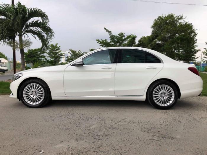 Gia đình cần bán xe C250, sản xuất 2017, số số tự động, màu trắng,