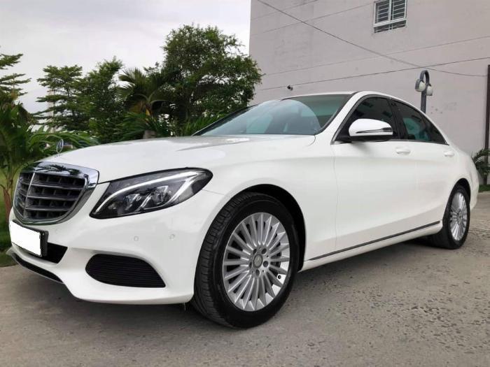 Gia đình cần bán xe C250, sản xuất 2017, số số tự động, màu trắng