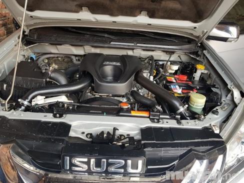 Bán Isuzu Mux 2016 màu Bạc máy dầu Ful