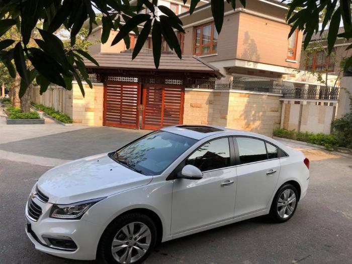 Cần bán xe Chevrolet Cruze LTZ 2017 số tự động màu trắng