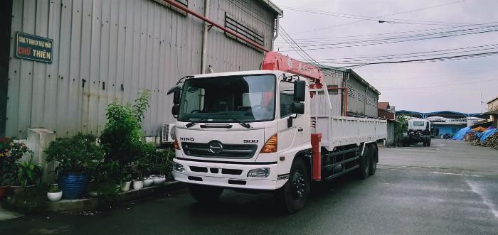 xe tải hino FC 6 tấn gắn cẩu unic