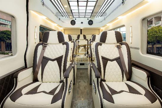 Hyundai Solati phiên bản limousine 10 ghế điện massage