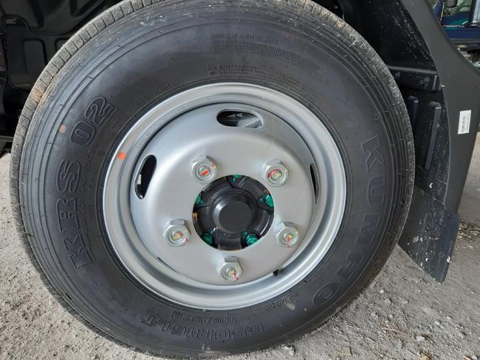Hình ảnh lốp trước xe tải hyundai N250SL