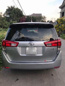 Cần bán xe Toyota Innova E 2017 số sàn màu xám 4