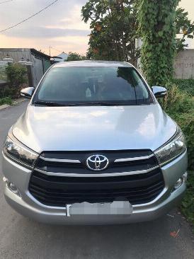 Cần bán xe Toyota Innova E 2017 số sàn màu xám 5