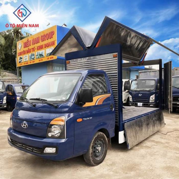 Xe tải HYUNDAI PORTER thùng kín Cánh Dơi tải 1.5 tấn - Trả Góp