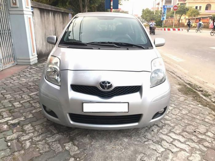 Kẹt tiền bán xe Yaris 2009 màu bạc số tự động nhập Nhật Bản