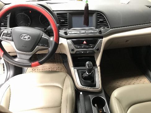 Bán Hyundai Elantra 1.6MT màu trắng số sàn sản xuất 2018 xe như mới 0