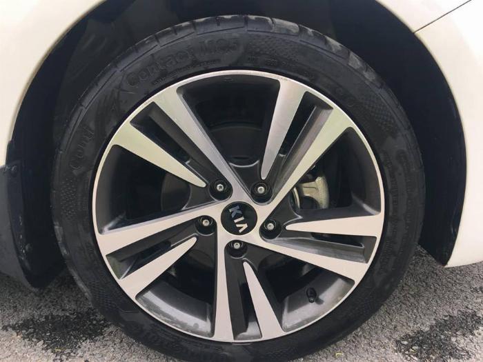 Bán Kia Cerato 8/2018 tự động màu trắng xe rất tuyệt