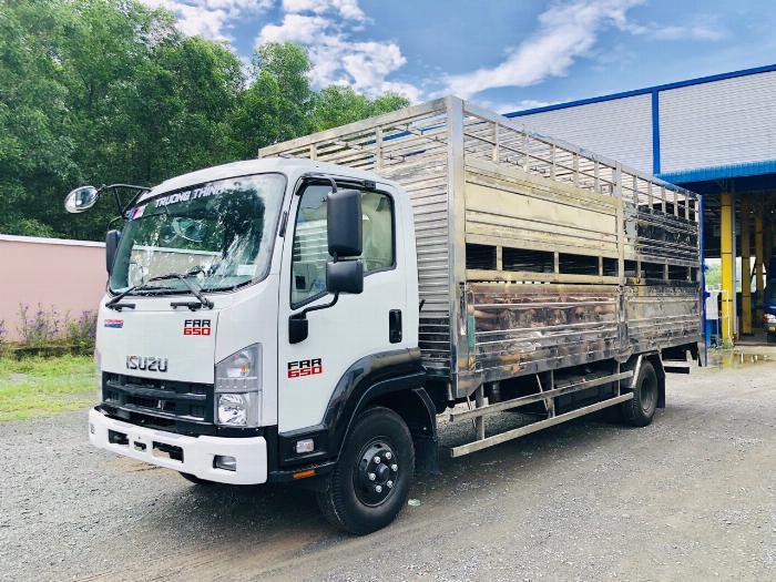 Xe tải chở Gia Súc ISUZU FRR tải cho phép chở 5 tấn - Trả Góp