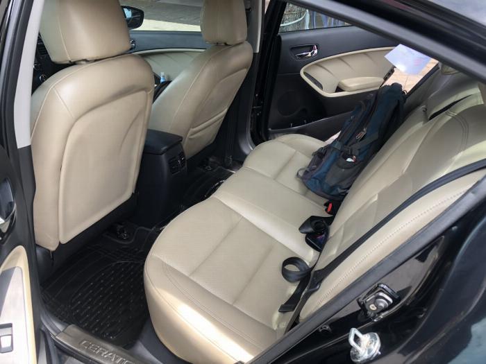 Bán Kia Cerato 1.6AT màu đen VIP số tự động sản xuất 2017 đi 30.000km 0