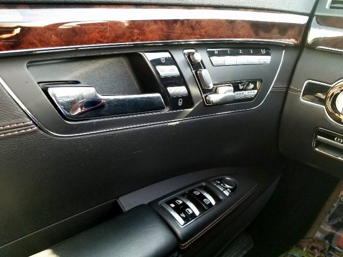 Cần bán xe Mercedes S400 model 2012 màu đen động cơ xăng điện
