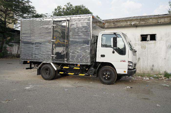 Xe tải Isuzu thùng kín, Giá cạnh tranh, Hỗ trợ vay góp ngân hàng cao