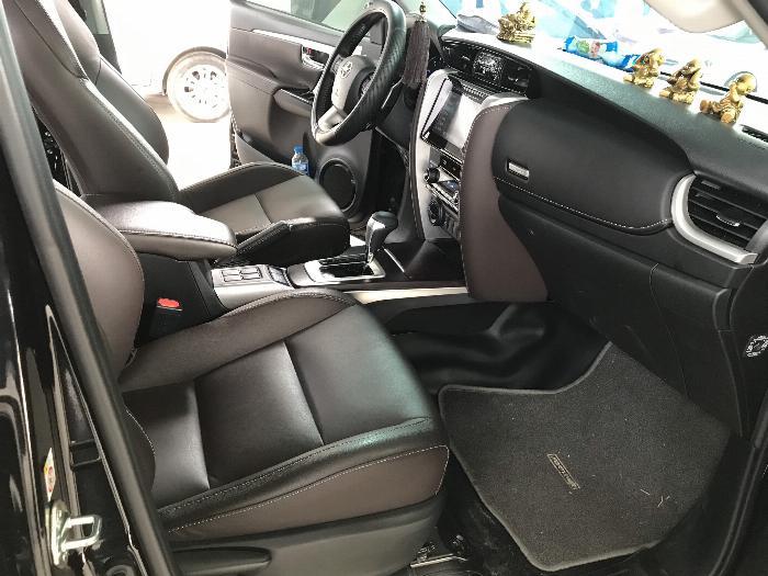 Bán Toyota Fortuner 2.8V 2 cầu số tự động máy dầu nhập khẩu INDONESIA T5/2019 màu đen VIP đi 8000km 16