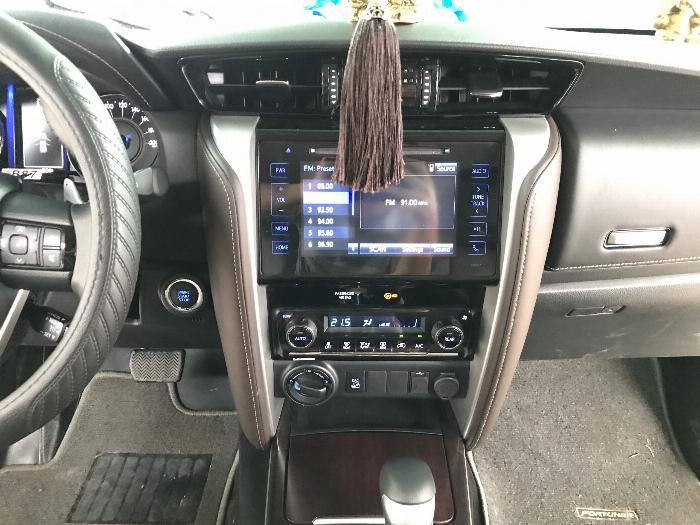 Bán Toyota Fortuner 2.8V 2 cầu số tự động máy dầu nhập khẩu INDONESIA T5/2019 màu đen VIP đi 8000km 15