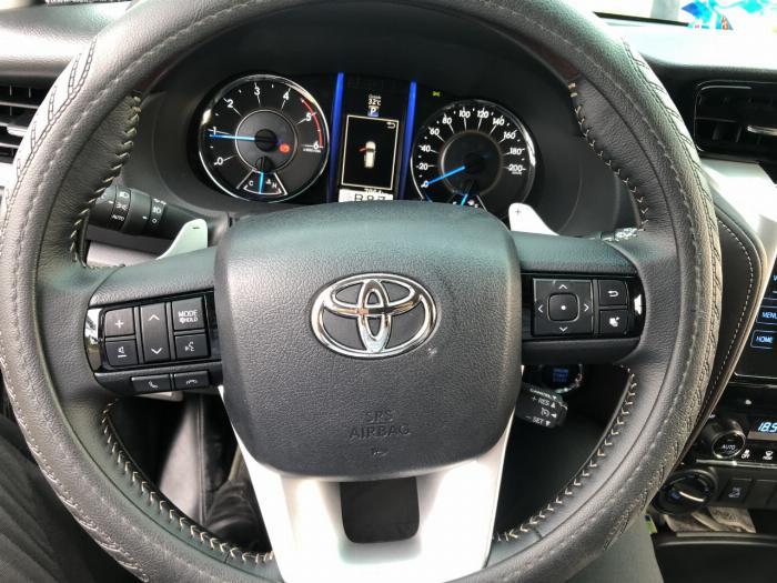 Bán Toyota Fortuner 2.8V 2 cầu số tự động máy dầu nhập khẩu INDONESIA T5/2019 màu đen VIP đi 8000km 11