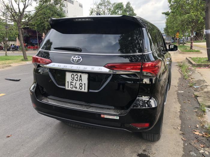 Bán Toyota Fortuner 2.8V 2 cầu số tự động máy dầu nhập khẩu INDONESIA T5/2019 màu đen VIP đi 8000km 19