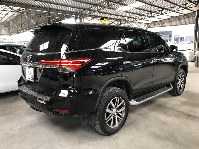 Bán Toyota Fortuner 2.8V 2 cầu số tự động máy dầu nhập khẩu INDONESIA T5/2019 màu đen VIP đi 8000km 20