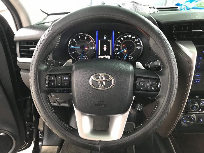 Bán Toyota Fortuner 2.8V 2 cầu số tự động máy dầu nhập khẩu INDONESIA T5/2019 màu đen VIP đi 8000km 25