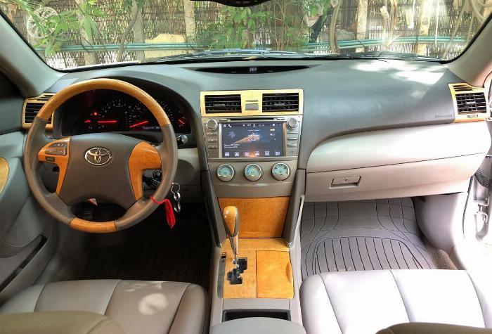 Cần bán xe Toyota Camry 2007 số tự động màu bạc nhập Mỹ 3