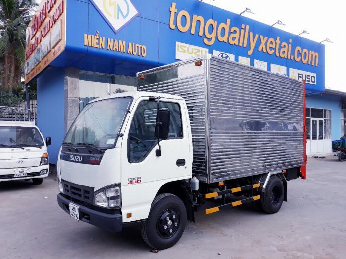 Xe tải ISUZU 2018 tải 1.9 tấn thùng kín bửng nâng Giao xe ngay khi thanh toán 20%