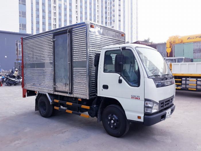 Xe tải ISUZU 2018 tải 1.9 tấn thùng kín bửng nâng Giao xe ngay khi thanh toán 20% 1