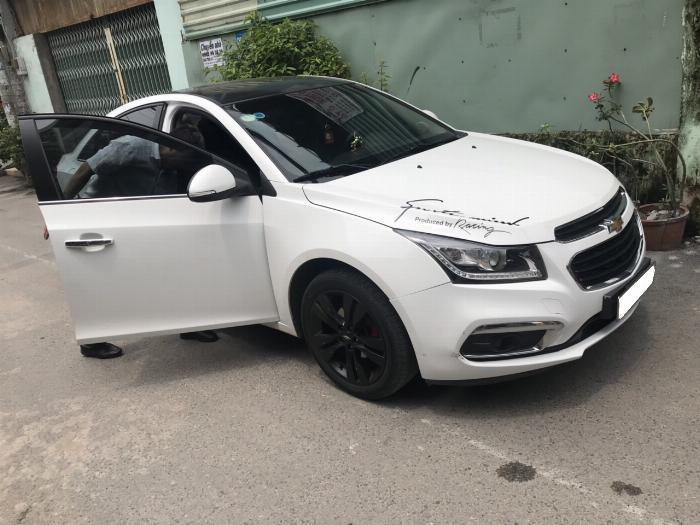 Cần bán xe Chevrolet Cruze 2017 Ltz tự động màu trắng 2