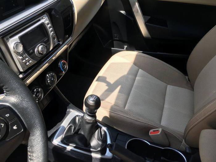 Cần bán xe Altis 2015, số sàn, máy xăng, màu xanh nhà dùng kỷ còn mới tinh 6