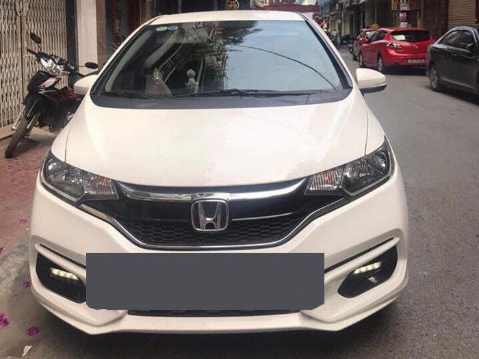 Bán gấp Honda jazz 2018 số tự động màu trắng rất thể thao. 1