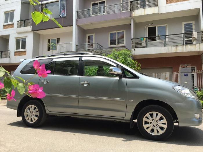 Bán Toyota Innova GSR 2011 xám bạc chính chủ tuyệt vời.
