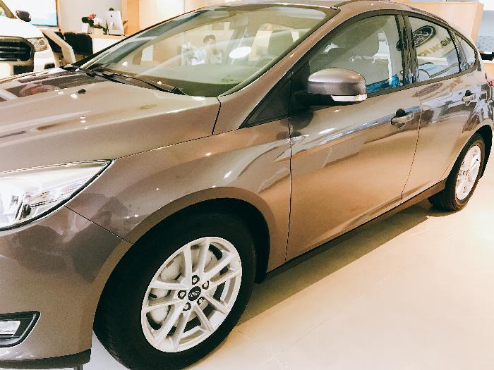 Giá xe Ford Focus- đừng nghe mà hãy lái thử ( summer sale hỗ trợ gia tốt )