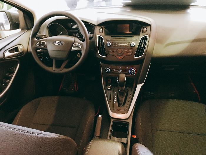 Giá xe Ford Focus- đừng nghe mà hãy lái thử ( summer sale hỗ trợ gia tốt ) 4