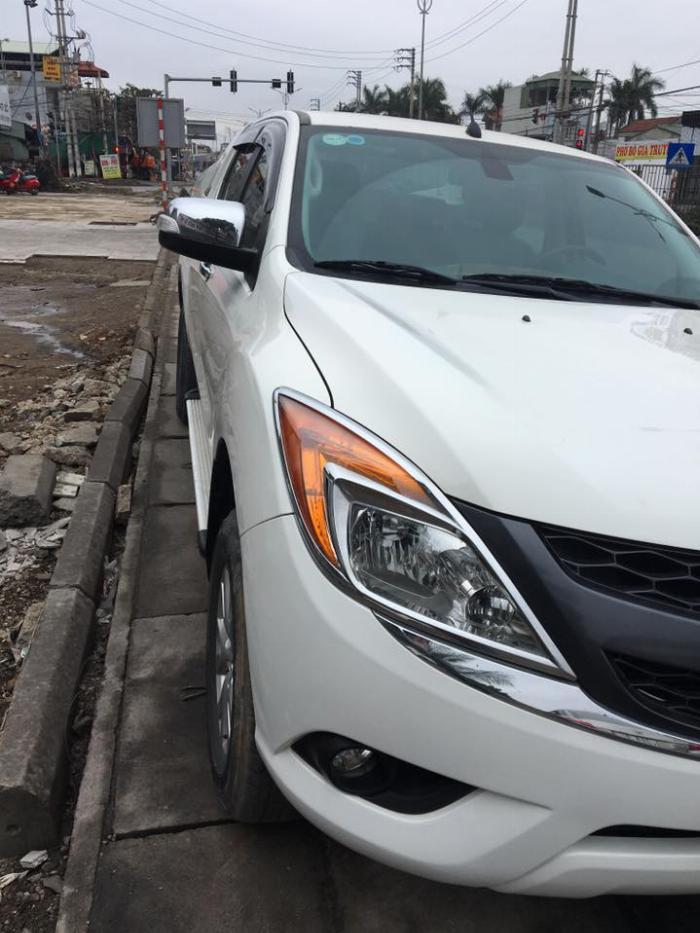 Mazda BT50 3.2AT 2013 màu trắng máy dầu 2 cầu,