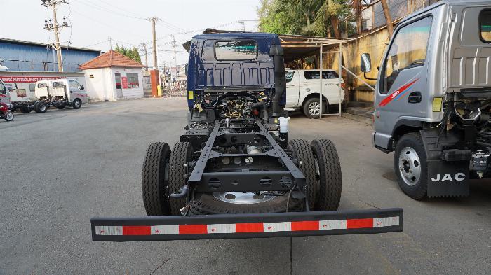 Xe tải 2t4 JAC máy ISUZU thùng 4.4m giá lăn bánh 415tr khuyến mãi định vị phù hiệu 6